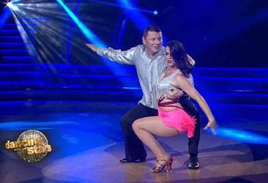 Óscar López llenó de sabor la pista de la quinta temporada de Dancing With The Stars con una bachata
