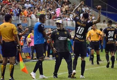 Diego Armando Maradona, técnico de Dorados de Sinaloa.
