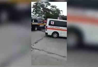 Tránsito le baja las placas a una ambulancia que dejaba un paciente en el hospital México