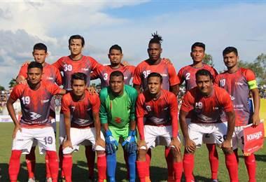 Daniel Colindres posa con el primer equipo del Bashundhara Kings de Bangladesh.|Asociación de Fútbol de Bangladesh