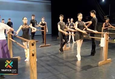 Mediante el ballet les enseñan disciplina y valores a niños, jóvenes y adultos en Escazú