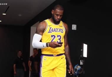 LeBron James. Facebook de los Lakers