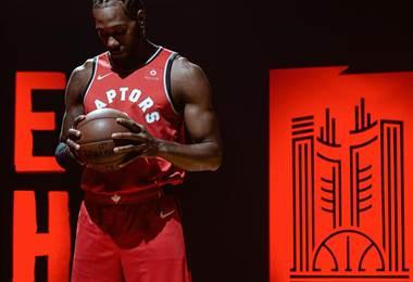 Kawhi Leonard debutará con los Raptors de Toronto.