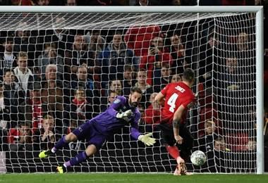 Manchester United cayó ante el Derby County. AFP