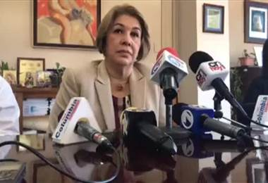 Ileana Balmaceda habla sobre paralización de salas de operación por ingreso de sindicatos