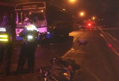 Motociclista muere tras colisionar contra un autobús en Purral de Goicoechea