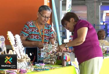Con artesanías y música, cientos de adultos mayores celebraron su día en San José