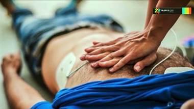 ¿Qué haría si un familiar o amigo de pronto cae al suelo por un infarto?