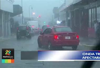 Onda tropical #38 intensificará lluvias en el Pacífico y el Caribe