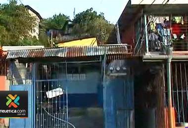 Fuego consume tres viviendas en San Juan de Dios de Desamparados