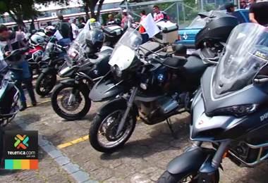 Grupo de motociclistas realizó un desfile a favor de la paz en carretera