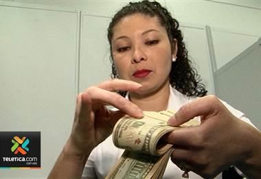 Precio del dólar sigue subiendo y 8 entidades financieras lo venden en ₡587