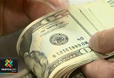 Precio de venta del dólar subió hasta los ₡590 en dos bancos