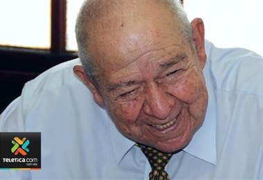 Familiares y amigos le dan el último adiós al periodista Javier Rojas