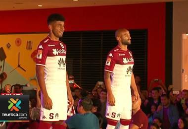 Saprissa presentó al público su nuevo uniforme para la próxima temporada