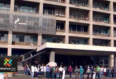 Defensoría pide a sindicatos y a CCSS no interrumpir servicios esenciales en hospitales