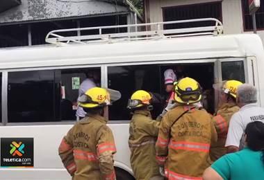 Choque del tren contra buseta con estudiantes en Limón