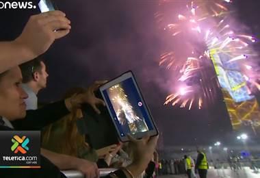 Fuegos artificiales y espectáculos de luces para recibir el año nuevo en todo el planeta