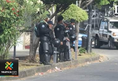 Policía de Nicaragua asedia acto de homenaje a periodistas víctimas de la represión