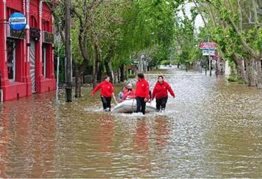 Miles de evacuados por inundaciones