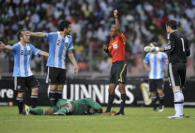 Ibrahim Chaibou, árbitro nigeriano suspendido por corrupción.