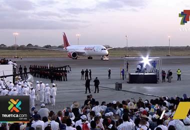 Aerolínea Avianca lleva al Papa de vuelta a Roma.