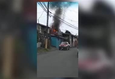 Incendio consumió vivienda en Turrialba