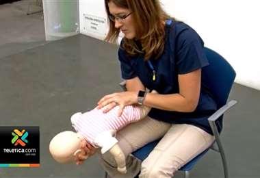 Maniobra oportuna le salvó la vida a bebé a la que se le atoró un marshmallow en la vía respiratoria