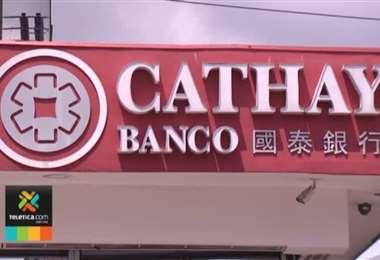 Agentes del OIJ realizaron una diligencia de secuestro y decomiso de prueba en el banco Catay