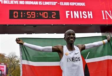 Eliud Kipchoge hace historia al completar en menos de dos horas un maratón - AFP