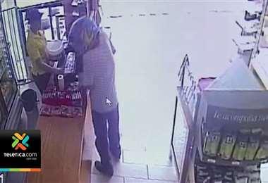 ¡Aunque parezca increíble! Hombre asaltó panadería para robarse un queque y dinero en efectivo
