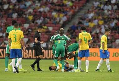 Neymar salió lesionado ante Nigeria | AFP