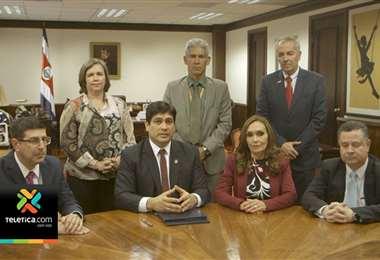 Presidente y gerentes de bancos públicos anunciaron la firma del plan de salvamento