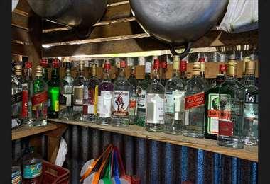 Autoridades detienen a sospechoso de adulterar bebidas alcohólicas