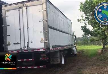Autoridades detuvieron a hombres sospechosos de retener a víctima y sustraerle camión cargado de pollo