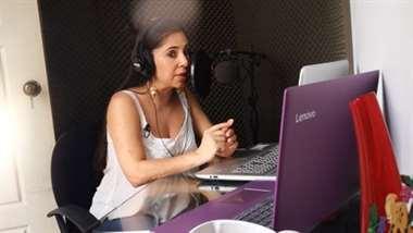 Marcela Loría locutora costarricense es nominada a los Voice Arts Awards