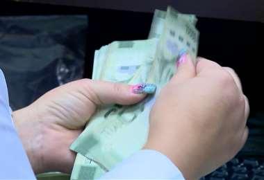 Oficina del Consumidor Financiero se suma a críticas contra créditos salvamento del Presidente