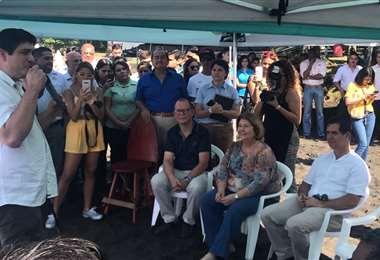 Presidente Alvarado firma declaratoria de interés público del surf y día nacional del surf | PRENSA CON