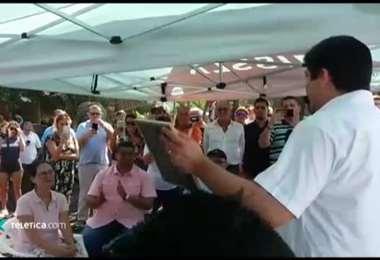 Presidente Alvarado firma declaratoria de interés público del surf y día nacional del surf