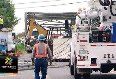 Vagoneta que se llevó tendido eléctrico en Quircot de Cartago obligó a cerrar el paso varias horas