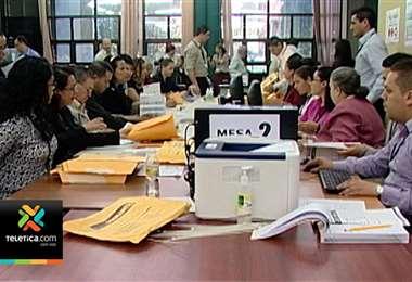 60 personas trabajan en revisión de requisitos de las casi 38.000 personas que aspiran a cargo municipal