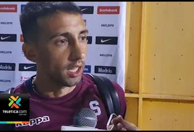 Mariano Torres salió lesionado ante el Olimpia y se perderá el juego ante Herediano