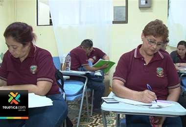 Casi 25 mil estudiantes de colegios nocturnos se enfrentan a pruebas de bachillerato