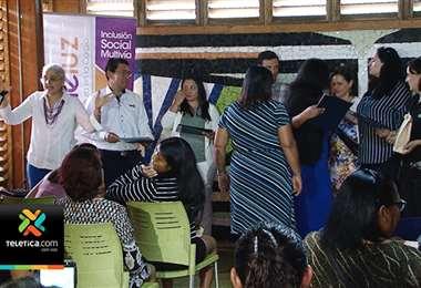 24 mujeres de La Carpio se graduaron de curso textil