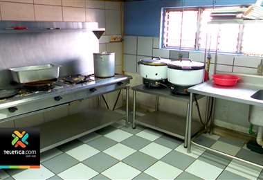 Cocinera sufrió quemaduras tras presentarse una deflagración en la escuela de Lomas del Rio en Pavas