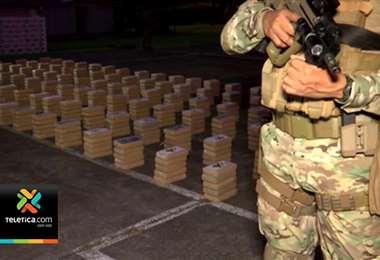 Detuvieron a dos costarricenses en Panamá al encontrarles en lancha con 2.000 paquetes con droga