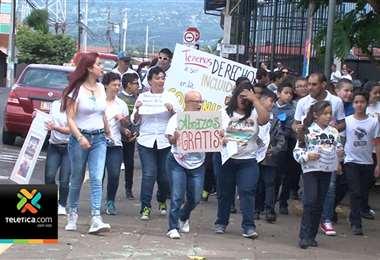 Grupo de tibaseños con discapacidad realizan marcha para pedir que se respeten sus derechos