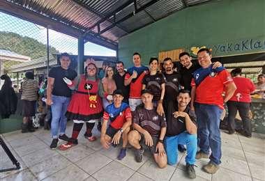 Entrega de regalos en Turrialba