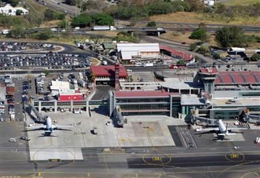 Nuevo edificio de cuatro niveles amplía Aeropuerto Internacional Juan Santamaría. Presidencia
