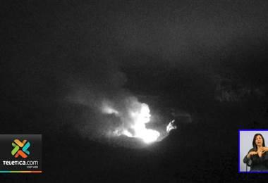 Volcán Poás registra esta mañana de lunes erupciones de materiales incandescentes
